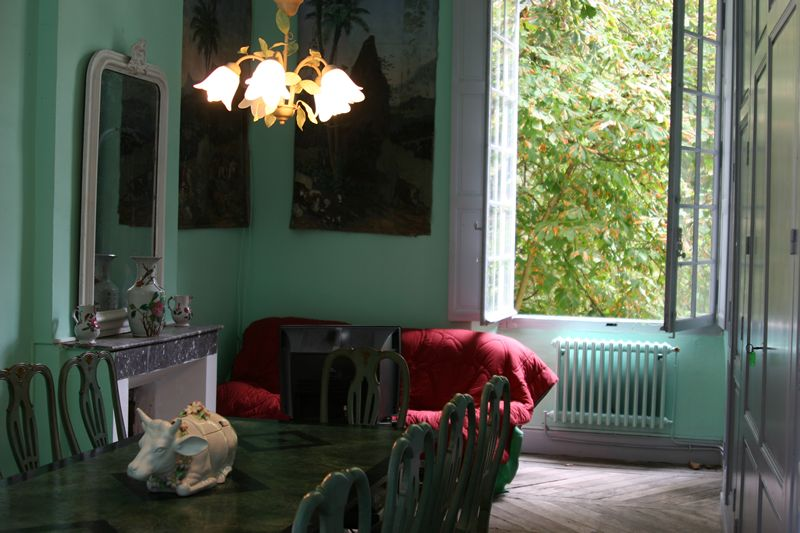 dining-room-ds-Apt-Joyeux_800x800